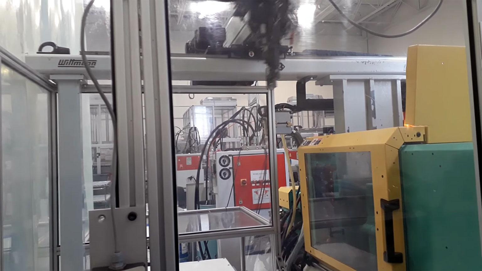 2000 55 ton Arburg LSR Injection Molding Machine For Sale