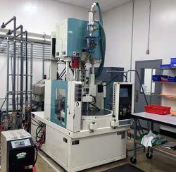 Used Niigata vertical rotary plastic molder 35 ton