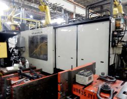 850 ton Milacron plastic injection molder for sale