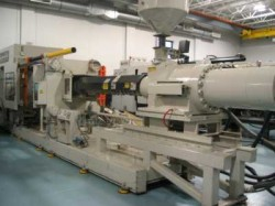 used cinci 700 ton plastic injection molder